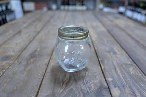 Vasetti Bormioli Anfora 4 Stagioni adatti all'uso alimentare. Utilizzati per il confezionamento di Miele, Confettura e Passata di Pomodoro. Disponibile in 2 capacità: 300cc e 500cc