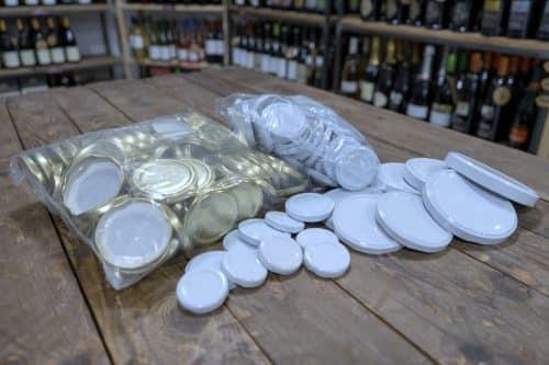 Tappi per le Bottiglie da Passata di Pomodoro. Disponibili in diversi diametri, a seconda delle bottiglie.